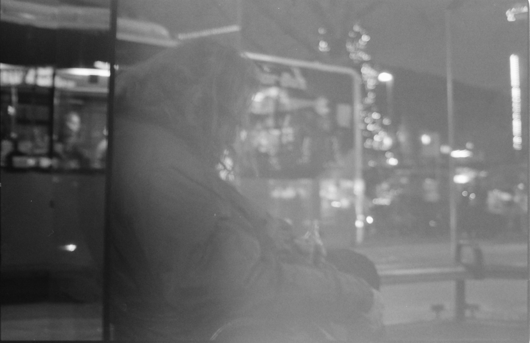 < Reflets > - Film: ilford delta 400 - Nikon F4s - Heidelberg, Germany; Photo Rike Simoes