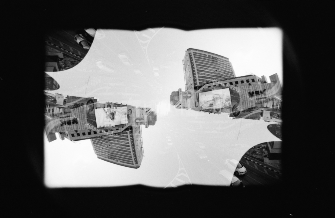 Project Monde Parallèle - Film: ilford HP5+ 400 (push to 800iso) - double exposure - Nikon F4 -  Bangkok, Thailand ; Photo Rike Simoes