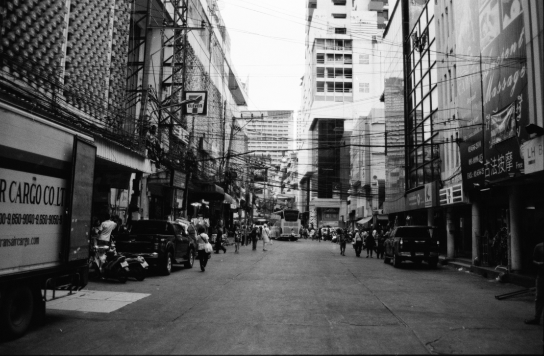 Film: ilford HP5+ 400 (push to 800iso)  Nikon F4  Bangkok, Thailand ; Photo Rike Simoes